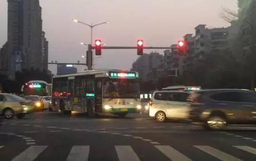 红绿灯控制app开发 过马路神器